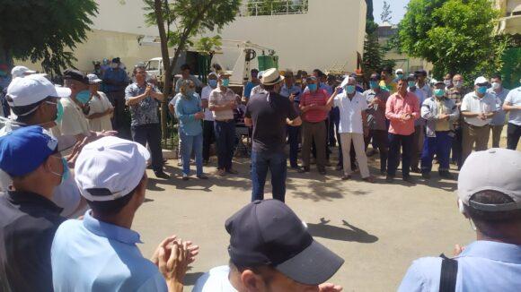 عمال وموظفو الجماعة (ا.م.ش)يحتجون ويطالبون بالتراجع عن القرارات الجائرة